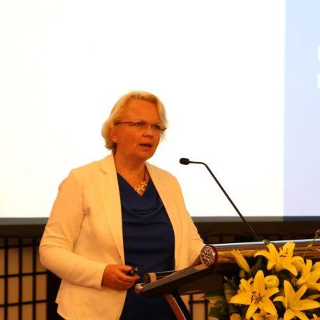 Dr. Pauline Eizema
